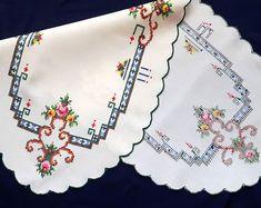 Vintage nappe ovale au point de croix