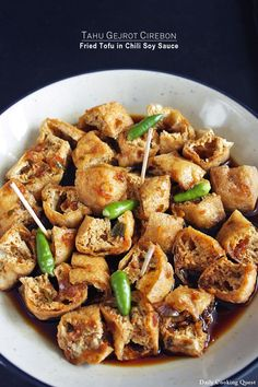 Tahu Gejrot Cirebon Fried Tofu in Chili Soy Sauce Recipe recipes - Social Cooking Engine Finger Snacks, Asian Recipes, Healthy Recipes, Ethnic Recipes, Recipes With Soy Sauce, Recipes With Tofu Puffs, Indonesian Cuisine, Indonesian Food Traditional, Tofu Dishes