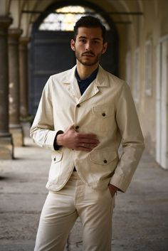 Workwear-inspired Natural Vanvas jacket featuring three front pockets and one inner pocket, Corozo buttons. Cold Day, Work Wear, Chef Jackets, Suit Jacket, Canvas, Natural, Coat, Fitness, How To Make