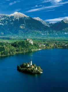 Travel to Lake Bled, Slovenia - this is sooo beautiful - I want to go.