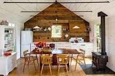 Tiny House by Jessica Helgerson Interior Design  #jessicahelgersoninteriordesign #lincolnbarbour #portland #farmhouse #kitchen #interior #interiors #interiordesign #design #architecture