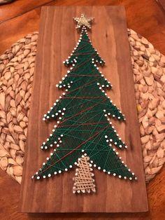 String and Nail art - Christmas Tree Christmas Crafts To Make, Christmas Art, Holiday Crafts, Diy Craft Projects, Diy Crafts, String Art Patterns, Idee Diy, Pin Art, Craft Fairs