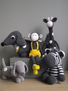 I need to learn how to crochet. I love these baby/kids toys crochet - toys - gehaakte knuffels - kinderen Cute Crochet, Crochet Crafts, Yarn Crafts, Crochet Baby, Crochet Projects, Knit Crochet, Crochet Animal Patterns, Stuffed Animal Patterns, Diy Stuffed Animals