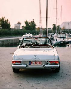 "1,694 Likes, 8 Comments - Vintagecardreams (@vintagecardreams) on Instagram: ""Mercedes Benz 230 SL Pagode. . . Photo by @dela_automotive. . . #mercedesbenz #mercedes #vintagecar…"""