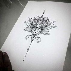 I tatuaggi mandala hanno un profondo significato e variano per tipologie di disegno e per l'area del corpo su cui decidiamo di riprodurli. Dal tatuaggio mandala sul braccio a quelli sul retro del collo o sulle dita, ideali per chi desidera sfoggiare un tatuaggio mandala piccolo, non c'è che l'imbarazzo della scelta. La simbologia dei tatuaggi mandala è molto complessa e affascinante: emblema di un nuovo inizio e del ciclo della vita, i tatuaggi mandala più richiesti sono i mandala...