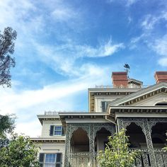 Doesn't look so haunted from the outside... #Disney  #vday #potd #picoftheday #valentines #travel #wanderlust #california #disneyland #house #haunted #mansion #monobear by justlikemiche