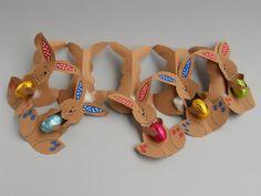 i pasticcididani: conigli pasquali in girotondo Tutorial, Triangle, Easter, Crafty, Simple, Gifts, Community, Gift Ideas, Nice