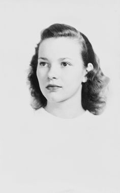 Rosalynn (Smith) Carter circa 1944 about age 17 Lady with Pres Jimmy Carter) Presidents Wives, American Presidents, Presidential History, Presidential Portraits, First Lady Of America, Behind Every Great Man, American First Ladies, Jimmy Carter, Famous Women