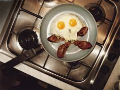 Breakfast consists of turkey bacon and two eggs. Being healthy can still be fun Second Breakfast, Breakfast In Bed, Funny Breakfast, Breakfast Pictures, Perfect Breakfast, How To Cook Eggs, Food Humor, Food Art, Kids Meals