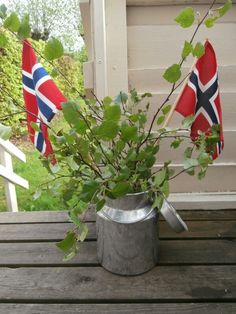 Norwegian Flag, Constitution Day, Party Themes, Theme Parties, My Heritage, Food Pictures, Vaser, Holiday, Celebration