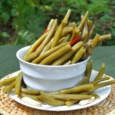 Spicy Pickled Green Beans are mildly spiced & a wonderful way to prepare fresh green beans. A great accompaniment at lunch, dinner & parties Bean Recipes, Healthy Recipes, Cake Recipes, Pickled Green Beans, Spicy Pickled Beans, Vegan Pumpkin Soup, Pumpkin Recipes, Couscous Salat, Le Diner