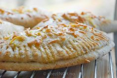 Grove piroger | chezENGH Camembert Cheese, Dairy, Pie, Cookies, Desserts, Food, Pie And Tart, Biscuits, Pastel