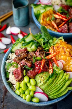 things up without forfeiting any of the flavour in this seared steak poke bowl! A meaty twist on the Hawaiian classic!Lightening things up without forfeiting any of the flavour in this seared steak poke bowl! A meaty twist on the Hawaiian classic! Asian Recipes, Healthy Recipes, Clean Eating, Healthy Eating, Quick Meals, Food Inspiration, Cooking Recipes, Hawaiian Poke Bowl, Classic Bowls