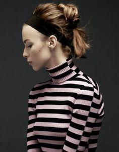 À la Française: Haarstyling mit Haarband. Fotos: Karin Heer