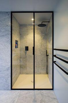 Paris Bathroom, Loft Bathroom, Shower Bathroom, Glass Bathroom, Washroom, Bathroom Design Inspiration, Modern Bathroom Design, Bathroom Interior Design, Modern Shower Doors