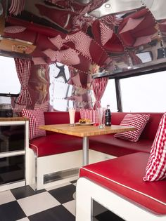 I like this camper inside, the red & white with black & white floor, what I am thinking for mine (mine is not an airstream so walln't have the shiny silver)