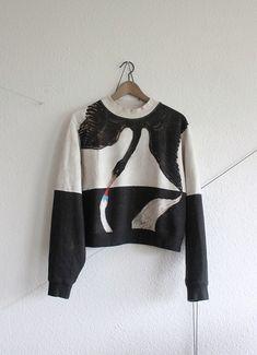 "Acne Studios ""Swans"" Hilma af Klint xs s Yamamoto  black and cream ""Hilma af Klint"" Swan-print cotton fleece cropped sweat..."