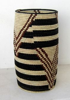 [CRAFT+DESIGN] Design Afrika African Furniture, Patterned Chair, African Home Decor, Hanging Chairs, Textiles, African Safari, Crochet Bags, Design Crafts, Basket Weaving