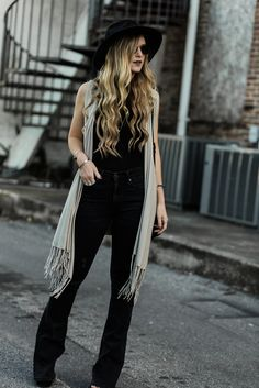 Shannon Jenkins of Upbeat Soles talks about the best outfit of 2017 for her boho and edgy style