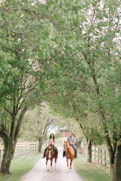 horse engagement photo pose ranch rustic engagement photos couple pose, destination weddings, destination wedding www.papercranephoto.com