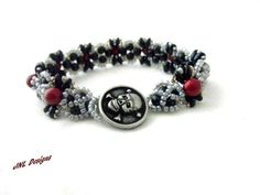 Do you like Gothic? This cute pearl bracelet says Gothic all over with the colors and the skull and cross bone button. The colors of light