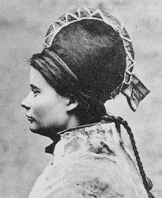 Sami woman Jamtland Sweden. Samisk kvinne med tradisjonell hatt. Hun er fra Jämtland i Sverige. | by saamiblog