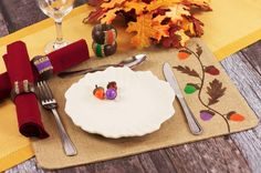 Thanksgiving Burlap Place Setting #PaintingTheSeasons