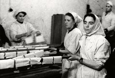 Warsaw, Poland, Baking matzahs in the ghetto