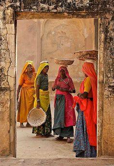 Φωτογραφία: Colours of India by Joe Panchasarp. Taj Mahal, Varanasi, People Of The World, World Cultures, Indian Art, Belle Photo, Wonders Of The World, Art Photography, Portraits