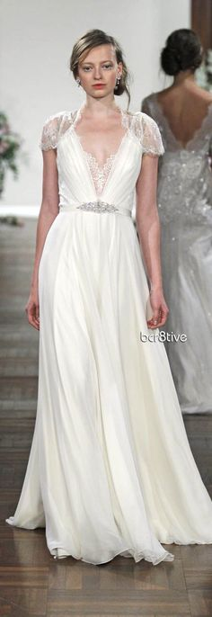 Jenny Packham Spring Summer 2013 - Dentelle. I love this dress. If I was to get married tomorrow it would be in this dress.