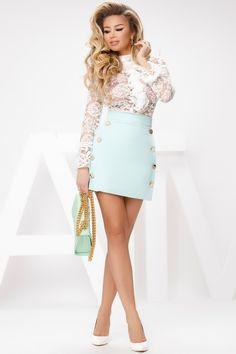 Fusta scurta mint cu talie inalta si nasturi aurii este o fusta sexy, in forma de A ce ii ofera un look atragator. Fusta este comoda, usor de accesorizat cu o bluza sau camasa si astfel vei avea tinuta perfecta pentru a iesi cu prietenii. Mini Skirts, Shopping, Dresses, Fashion, Vestidos, Moda, Fashion Styles, Mini Skirt, Dress