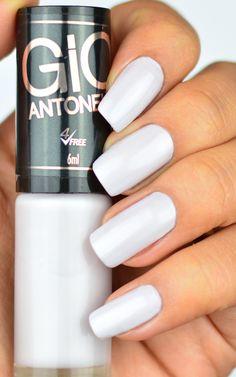 Esmalte Giovanna Antonelli Branco Perolado – Focada Esmalte Branco perfeito para uma francesinha linda ou para ser usado como base de esmaltes ralos