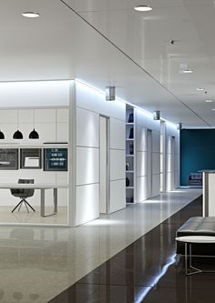 Imagine an office at the center of an open space without barriers. The modern man at work.  //  ---  //  Immagina un ufficio al centro di uno spazio aperto senza barriere. L'uomo moderno al lavoro