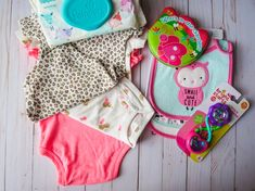 Bibs are one of the most essential baby items. It serves many important purposes like cleaning the drool from the early baby days and protecting the Best Baby Bibs, Waterproof Bibs, Baby Gadgets, Mother And Baby, Baby Grows, Organic Baby, Burp Cloths, Parenting Hacks, Shopping