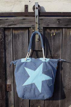 caacb2b08dae8 Schöne blaue Handtasche Schultertasche von der Marke Sunsa mit einem tollen  Stern.