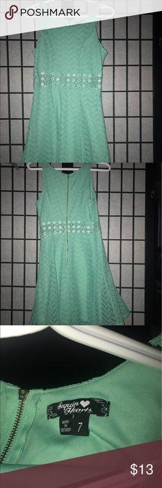 Size 7 Juniors mint green dress Mint green 7 dress Sequin Hearts Dresses Midi
