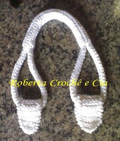 Crocheted purse handles (English translation). Great for all the scraps I'm gona use up making purses.