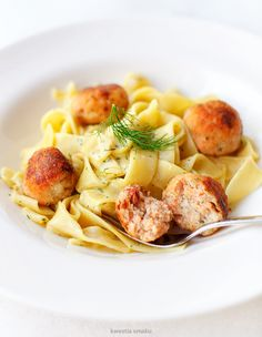 Salmon and cod meatballs with pasta in creamy dill sauce Creamy Dill Sauce, Pork Meat, Drying Pasta, Cabbage Salad, Sliced Potatoes, Stuffed Sweet Peppers, Dried Tomatoes, Favorite Recipes, Dishes