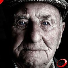 """Savez-vous que… La perte de dimension verticale provenant du manque de dents pendant une longue période de temps fait que le sourire devienne inversé, ce qui donne un air triste et """"lourd""""? ………………… www.pnid.fr #dentiste #implants #sourire #clinique  (Pour plus d'informations ou pour organiser une consultation d'évaluation, envoyez vos coordonnées par message privé)"""