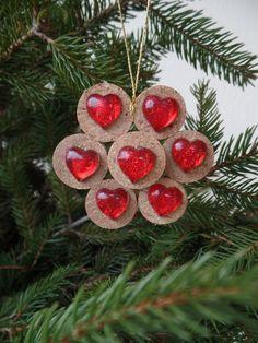 Addobbi per l'albero di Natale con i tappi di sughero