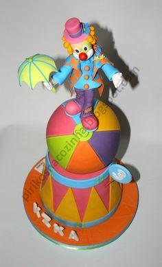 Clown Cake - not a big fan of clowns, but figured i'd pin it anyway