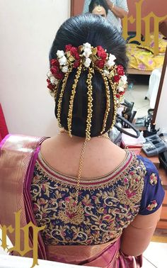 South Indian Wedding Hairstyles For Long Hair Which Highlight Your Thick Tresses – Hair Accessories Diy 2020 South Indian Wedding Hairstyles, Wedding Hairstyles For Long Hair, Bride Hairstyles, Indian Bun Hairstyles, Saree Hairstyles, Hairstyles Haircuts, Bridal Hair Buns, Bridal Hairdo, Hairdo Wedding