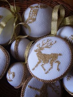 Sweet and simple, love the finishing. Cross Stitch Christmas Ornaments, Xmas Cross Stitch, Just Cross Stitch, Cross Stitch Finishing, Cross Stitch Borders, Modern Cross Stitch Patterns, Christmas Embroidery, Christmas Cross, Cross Stitch Designs