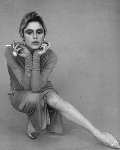 Andy Warhol was often blamed for Edie Sedgwick's descent into drug addiction and mental illness. However, before meeting Warhol, Edie had b. Edie Sedgwick, Andy Warhol, 7 Arts, Muse, Poor Little Rich Girl, Lou Doillon, Patti Smith, Moda Vintage, Women Smoking
