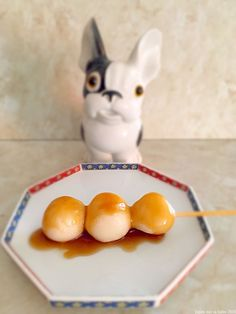 Dango à l'anko ou à la sauce mitarashi Japanese Sweets, Japanese Food, Mochi, Japanese Style, Cooking, Breakfast, Recipes, Anko, Films