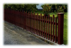 Picket fence with building instruction Fence Doors, Landscape Elements, Dog Fence, Backyard, Patio, Garden Fencing, Plank, Get Outside, Country Style