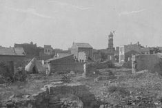 1915: The clock tower in the port town of Çanakkale stands amid rubble