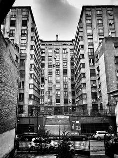 La plimbare printr-unul din cartierele New York-ului? Nu! Peisajul ăsta american pe stil vechi e pe str. Vasile Conta, Romania, Hong Kong, Temple, Multi Story Building, New York, Instagram, Bucharest, New York City, Temples