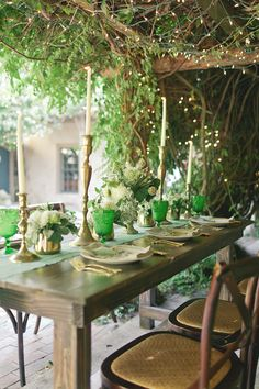 Romantic garden styled garden wedding andimansphotography tablescape gardentable green - Outdoor patio ideeen ...