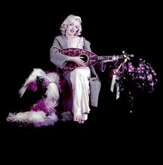 Marilyn Monroe- Mandolin Sitting by Milton Greene Marilyn Monroe Costume, Marilyn Monroe Photos, Milton Greene, Look Magazine, Candle In The Wind, Fake Pictures, Richard Avedon, Marlene Dietrich, Norma Jeane